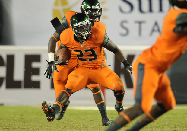9ef97ffd4 20 November 2010  University of Miami running back Eduardo Clements (23)  returns a
